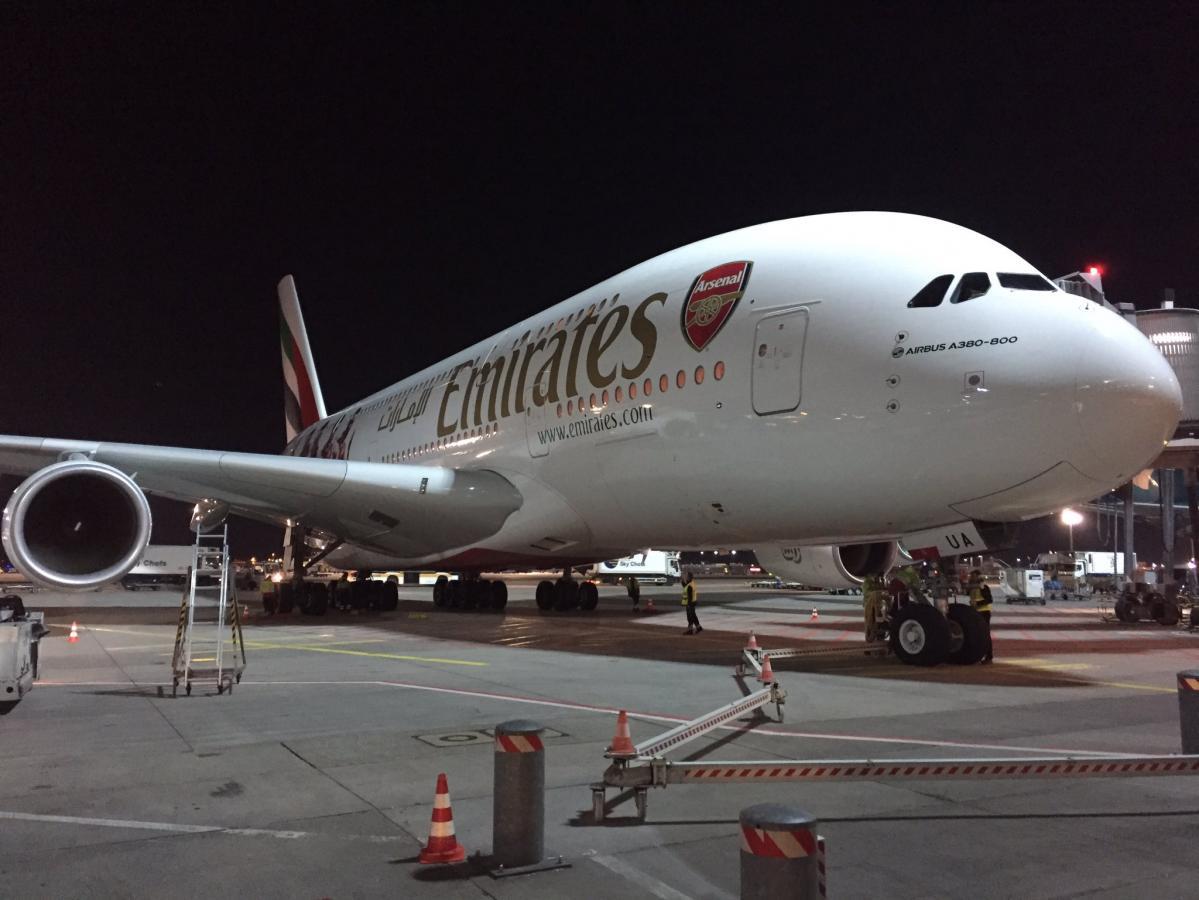 Airport FFM: Dicker Brummer gerade vor meiner Nase eingeparkt. #A380