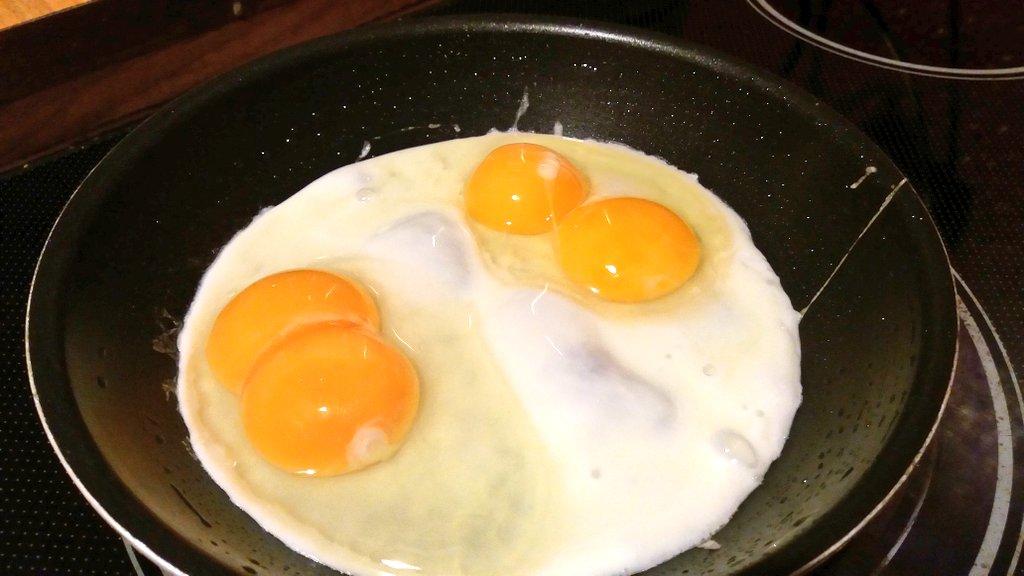Bio-Eier. Guck an, zwei mal Zwillinge zum Abendbrot ...