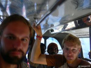 Kopfschmerz: dem Busdach zu nah