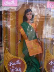 Indische Barbie: einzige indische Frau OHNE massive Beinbehaarung