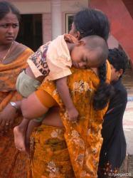 indische Frau mit indischem Kind