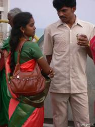 selten: indisches Paerchen in der Oeffentlichkeit