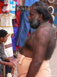 partly behaartly Inder (von der Seite)