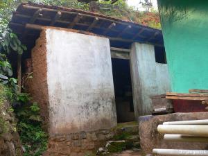 unser WC und Bad von Aussen (synonym fuer eine Vielzahl weiterer santitaerer Anlagen)
