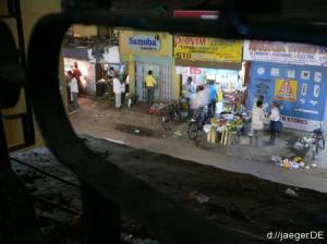 Landungsbruecken raus: nachts in einer Bar in Bombay