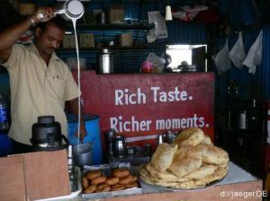 Chai: schwarzer Tee mit Milch und Zucker ist hier Nationalgetraenk