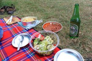 Mahlzeit; typisches Reise-Abendbrot, frisch von der Gaskartusche