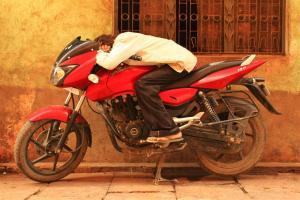 Durga Hangover. Beim Anfahren eingeschlafen.