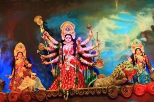 Die Durga. Pummelige Achtender-Göttin.