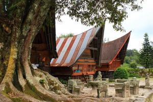 Batak-Häuser mit tyischen Satteldächern
