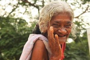 Mama Puja. Alter vermutlich dreistellig.