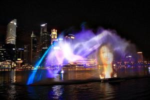 beschaulich: Wasser-Projektions-Show mit Orchester