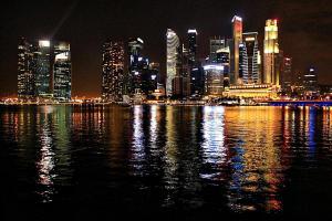 fast schon kitschig: die imposante Singapore-Skyline