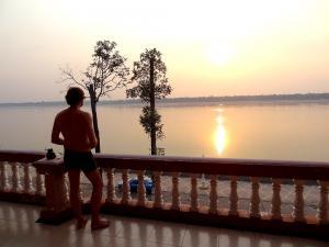 Feierabend an der Riverfront im der entspannten Mekongstadt Kratie (Balkon des Heng Heng Hotels)