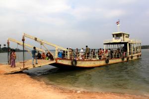 Mekong Fähre von Stung Treng zur Dirtroad in die Prehar Vihear Provinz