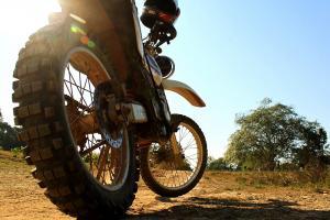 Honda Baja 250cc mit maximaler Federung und ernstgemeinter Offroadbereifung ...